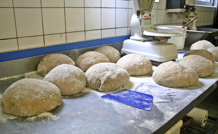 Kohlbrotbacken für Jedermann - die Brote warten; Kalle-Bäcker, Marne