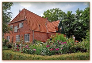 Bauerngarten mit Rosen, Haus Peters